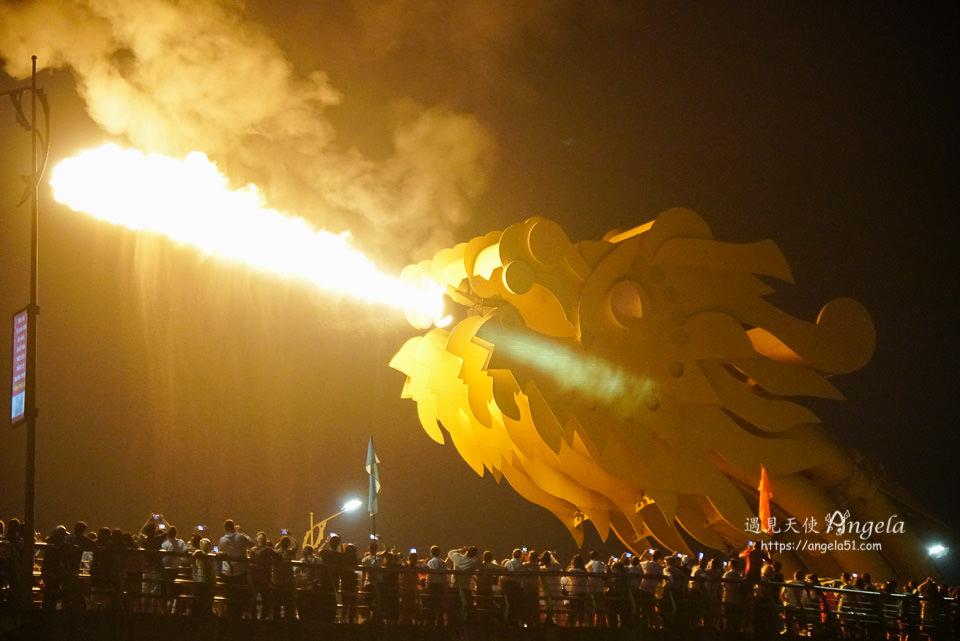 峴港龍橋噴火秀