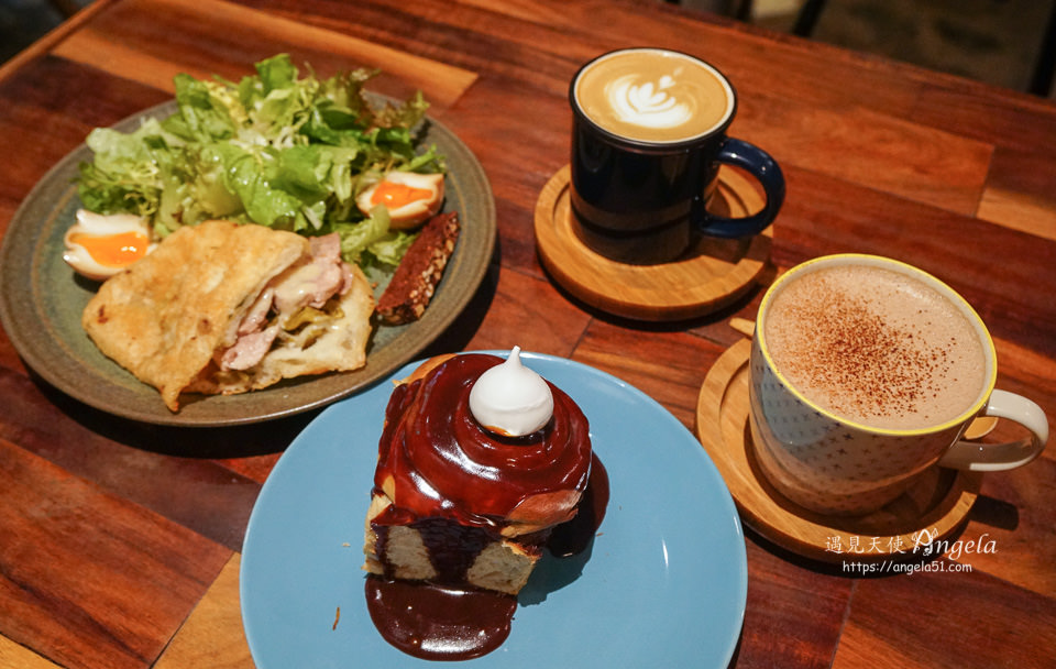 鹹花生咖啡館肉桂捲