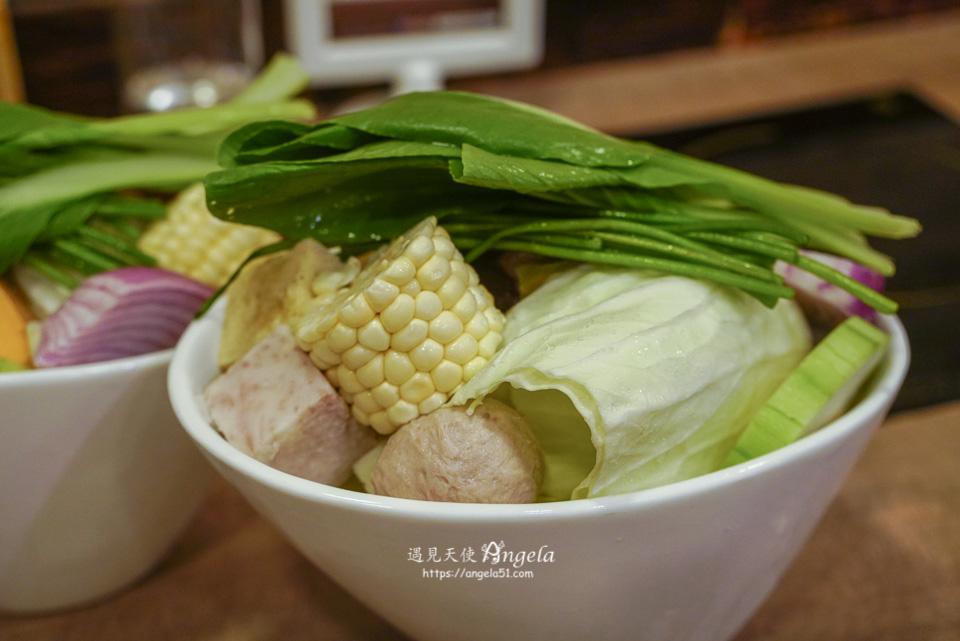 通化街美食餐廳品湯白色麻辣鍋