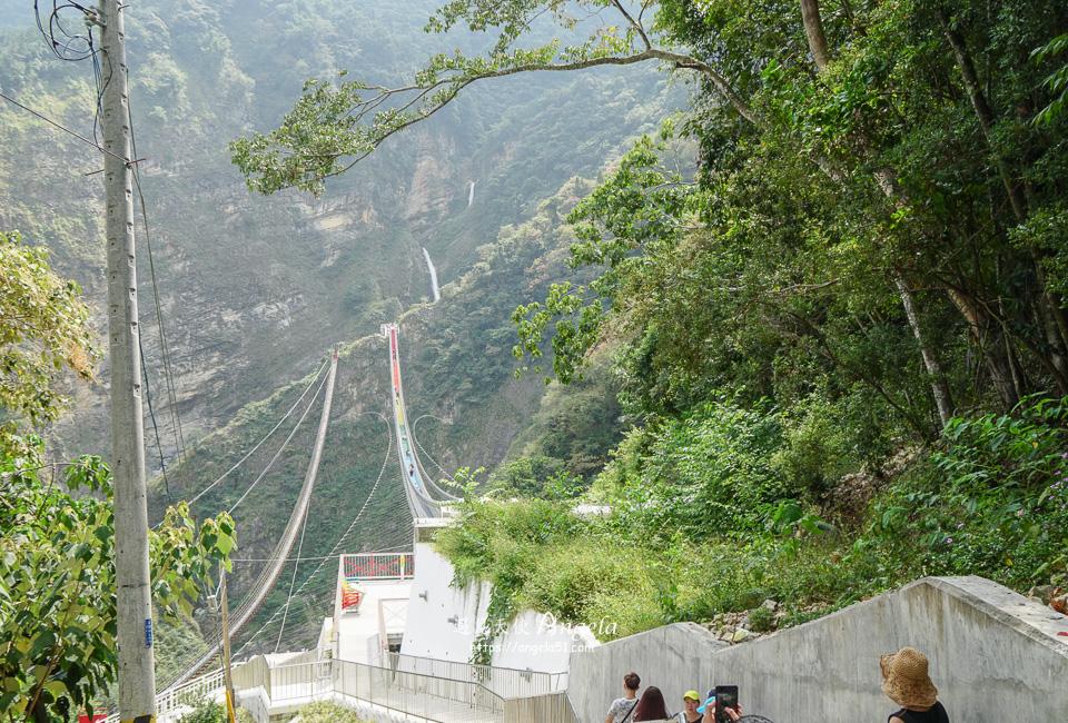 雙龍瀑布七彩吊橋步道好走嗎